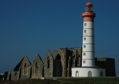 l'abbaye Saint-Mathieu de Fine-Terre et le phare - Bretagne