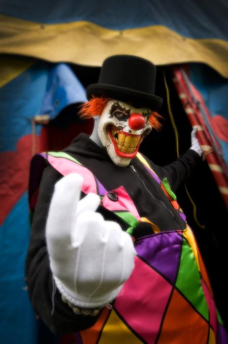 Creepy Clown - Even wat anders tussendoor...  Tijdens een urbex trip vorig weekend kwamen we een verlaten circustent tegen. Laat mijn urbex buddy in crime 'Niki F - foto door daanoe op 06-08-2011 - deze foto bevat: portret, urban, clown, creepy, urbex, exploring, daanoe