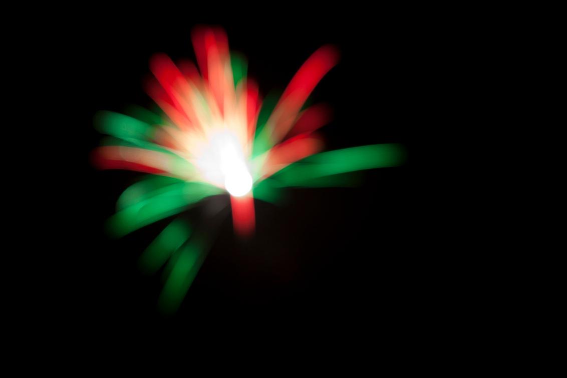 Firework, out of focus... - Nieuwjaarsnacht 2011 - foto door michel75 op 01-01-2011 - deze foto bevat: nieuwjaar, vuurwerk, focus, 2011