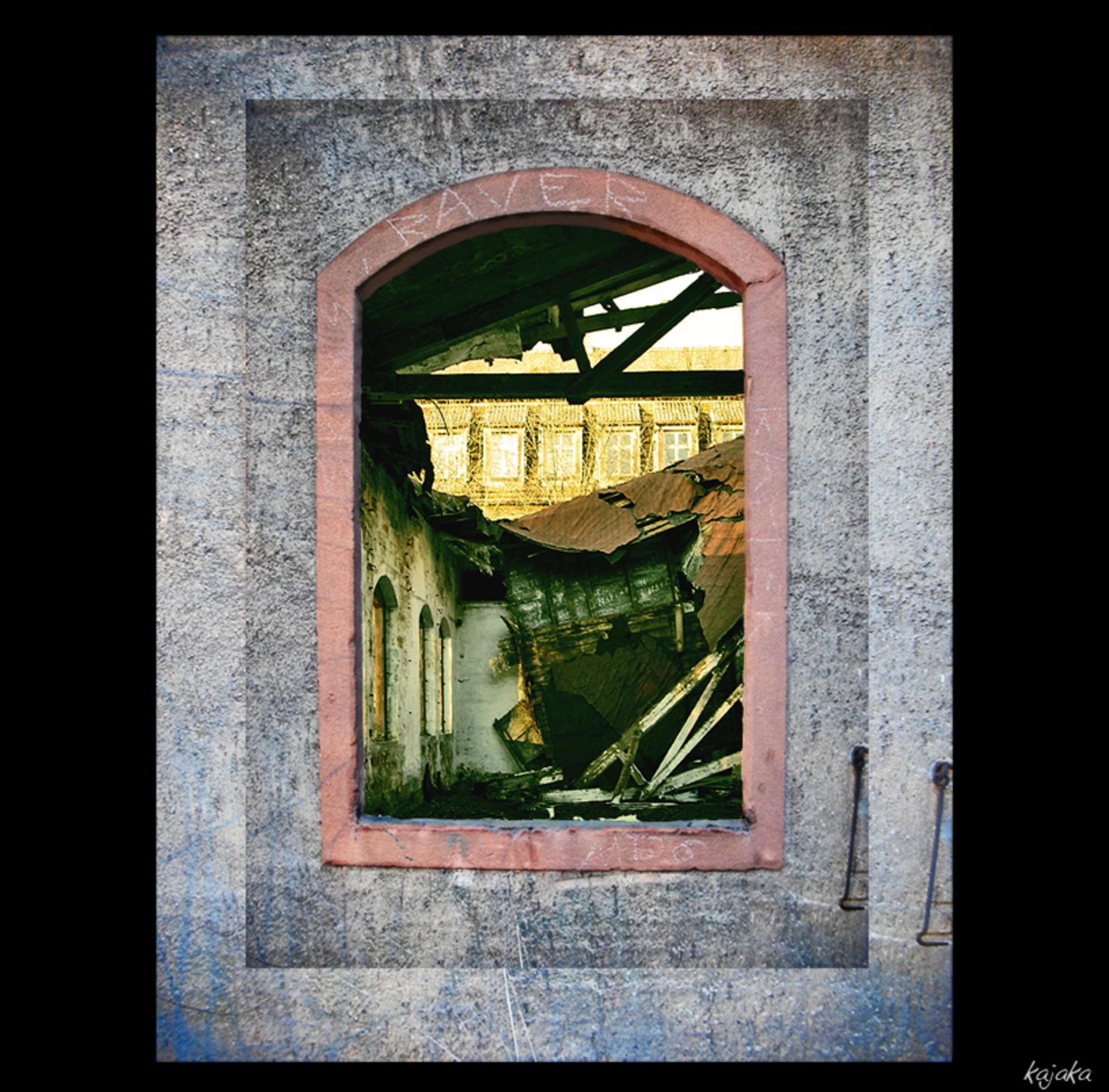 raam naar het verleden - fragement van een ruine en Saksen. raam en ruine zijn echt. het dubbel kader is een effect. Een versterking voor de uitdrukking. - foto door kajaka op 29-01-2012 - deze foto bevat: tijd, raam, verleden, ruine, Sakse