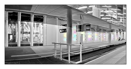Forbidden pictures 4 - Metrostation Rotterdam, waar we geen foto's mochten maken, maar het toch gelukt is een behoorlijke en gevarieerde serie te schieten. - foto door PhotoMad op 21-03-2010 - deze foto bevat: station, rotterdam, metro, ret