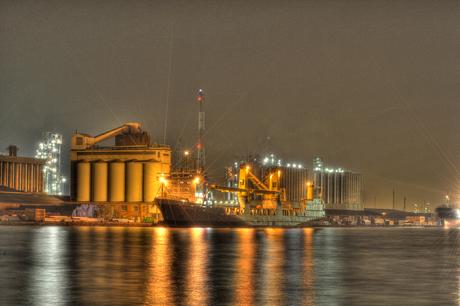 Havens v. Antwerpen by night