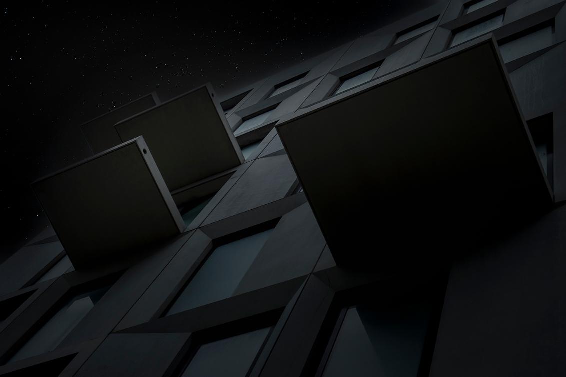 Sprong naar de sterren - Een wat duistere opname, heb weer wat tijd voor fotografie.. - foto door corvee1r op 01-03-2021 - deze foto bevat: lucht, abstract, lijnen, architectuur, fantasie, gebouw, perspectief, groningen, modern, sterren, corvee1r