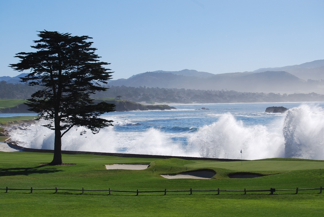 Hole 18 - keep your cool - Hole 18 of the prestigious golf club Pebble Beach in Monterey, USA. - foto door lberben op 04-09-2011 - deze foto bevat: golf, 18, masters, hole, Pebble Beach, pga