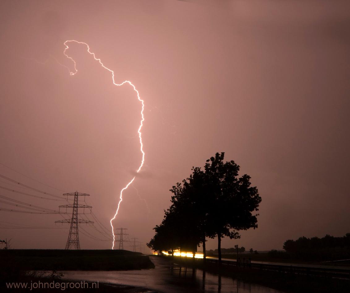 Hoogspanning - Blikseminslag ten oosten van Stadskanaal Meer foto's van bliksem op http://www.johndegrooth.nl - foto door johndegrooth op 21-08-2009 - deze foto bevat: bliksem, stadskanaal, lightning, John de Grooth