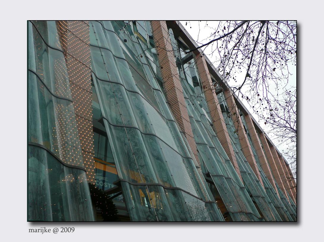 Berlijn 9 - Van KaDeWe over de Kurfürstendamm de stad in. Mooi gebouwen in deze mooie winkelstraat. Veel gebouwen hebben prachtige gevels. - foto door ekeren op 15-02-2009 - deze foto bevat: gevel