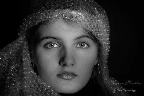 Portretfotografie met model Jette en wat bubbelfolie.