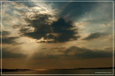 achter de wolken