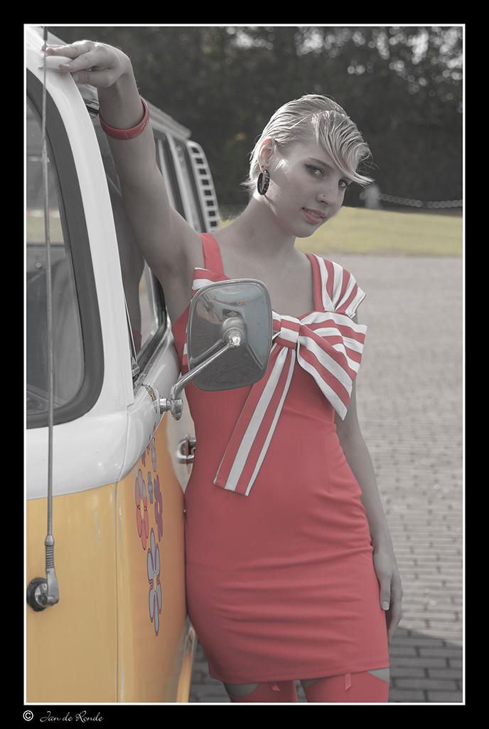 Maaike - Model : Maaike   Iedereen bedankt voor de reacties op me vorige foto  En alvast een goed nieuwjaar gewenst met veel fotoplezier  Groet Jan - foto door rondejan op 30-12-2012 - deze foto bevat: portret