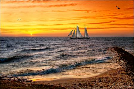 Boot bij zonsondergang - Tja..hier ben ik blij mee..dit is echt zo'n foto waarbij ik het gevoel heb van 'hier doe ik het voor, voor dit soort foto's sjouw ik dagen lang met a - foto door m.j.wierdsma op 20-07-2009 - deze foto bevat: natuur, landschap, bewerkte fotografie