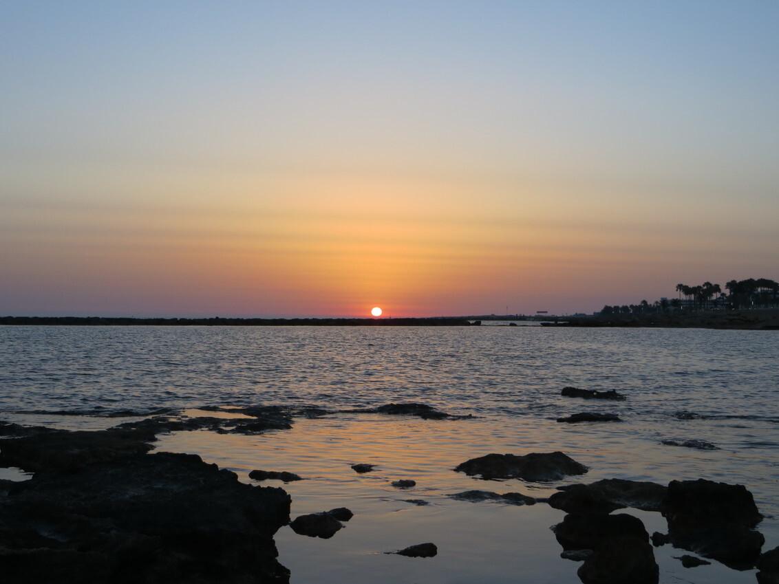 Cyprus Sunset - - - foto door Helena007 op 06-08-2018 - deze foto bevat: lucht, zon, uitzicht, zee, natuur, leven, zonsondergang, landschap, rotsen, cyprus, paphos