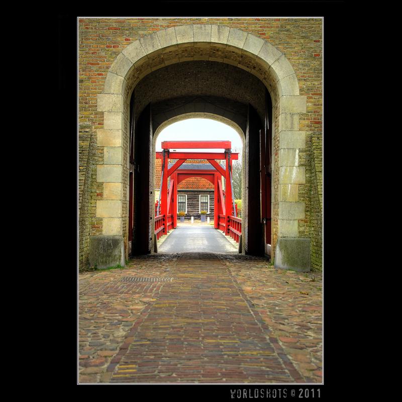 poort Bourtange - De toegangspoort van het Groningse vestingstadje Bourtange - foto door wilkom op 13-01-2012 - deze foto bevat: stad, dorp, groningen, poort, bourtange, vesting, stadje, toegang, wilkom