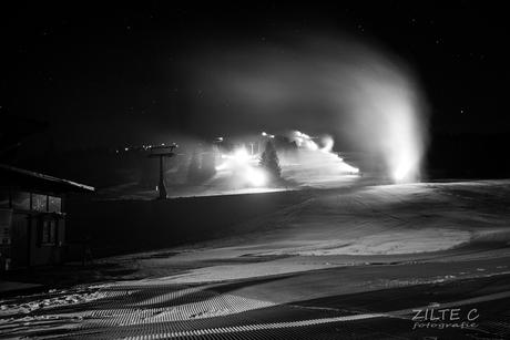 Sneeuwkanonnen onder de sterrenhemel (groot kijken aub)