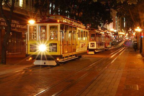 Nachtfoto tram met sterlicht