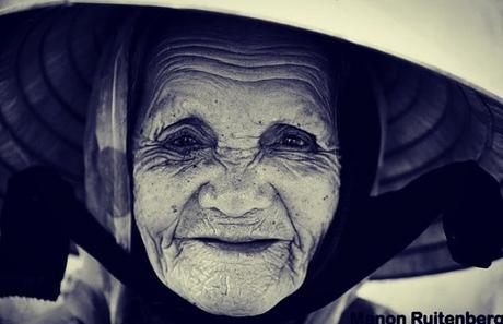 Oude Vietnamese vrouw