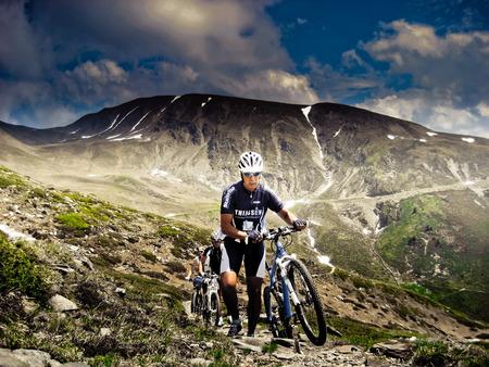 No limits - Konden we maar bergen verzetten - foto door Emilebeurskens op 03-05-2012 - deze foto bevat: sport, drama, italie, mountainbiken, atb