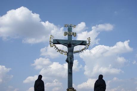 Crucifix op de Karelsbrug in Praag