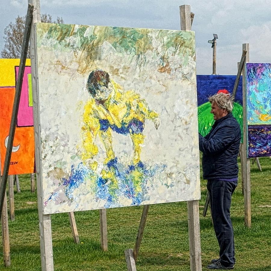 @21 - in the park - foto door bikerblues op 04-05-2021 - deze foto bevat: fabriek, lucht, verf, artiest, kunst, vrije tijd, gras, mensen in de natuur, schilderen, boom