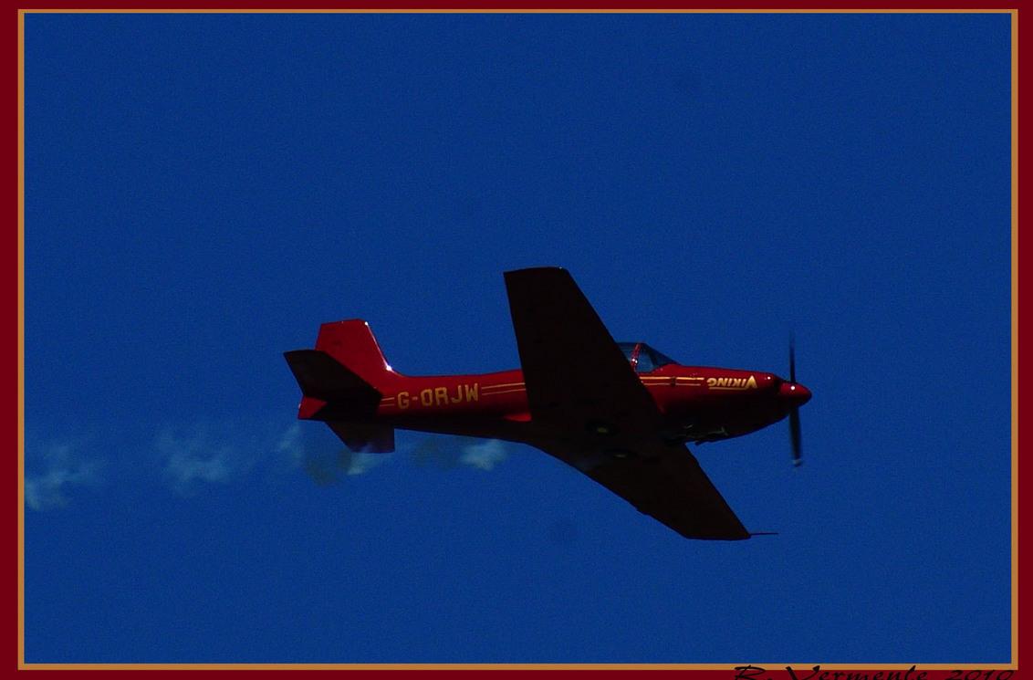 wings & Wheels 2 - airshow op vliegveld midden Zeeland - foto door elvisron op 26-05-2010 - deze foto bevat: wing, wheels