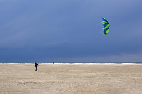 Vliegeren op het strand van Texel