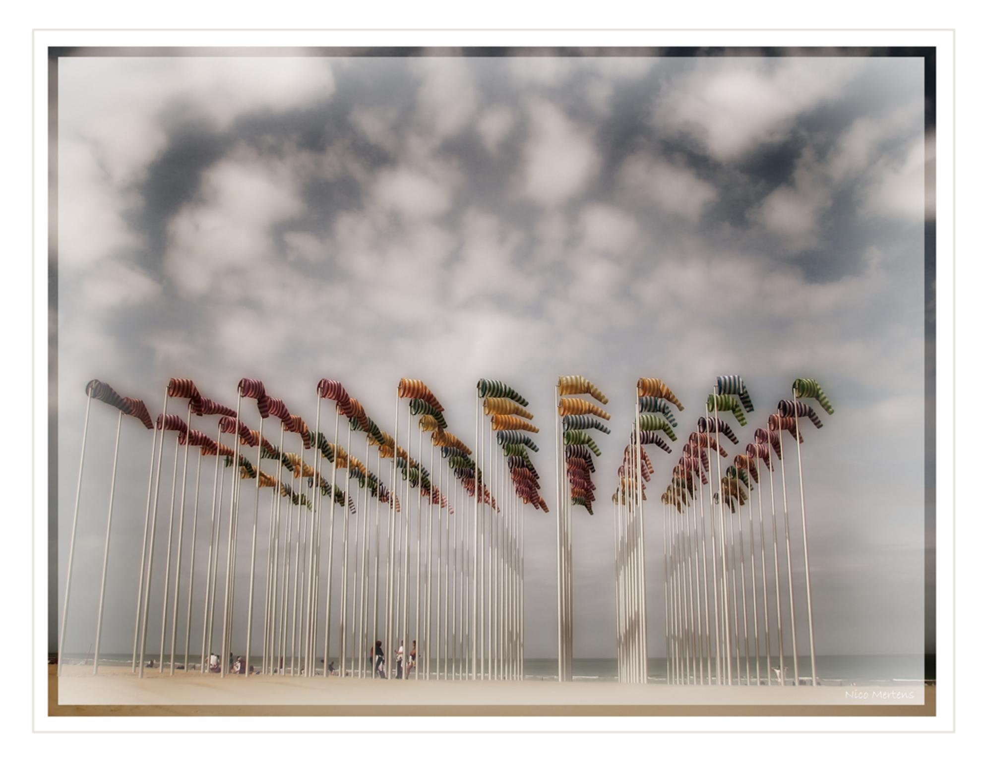 Kunst aan Zee2!! - Hallo... Deze foto is van hetzelfde kunstwerk als de vorige foto, maar hier krijg je een totaalbeeld... dit kunstwerk vind je op het strand van Den - foto door smeagol op 12-05-2009 - deze foto bevat: strand, zee, kunst, den, aan, haan, s5, smeagol - Deze foto mag gebruikt worden in een Zoom.nl publicatie