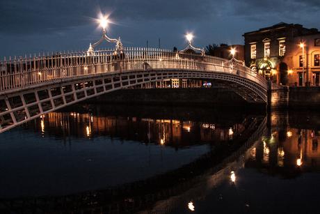 Ha'penny bridge by night