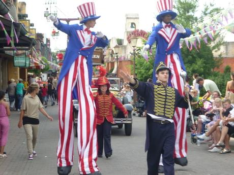 de parade van attractiepark Slagharen