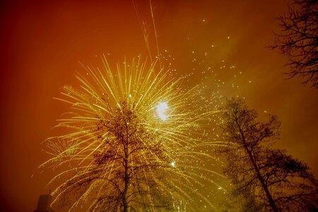 Happy New Year! (1) - Geen mist in Spijkenisse en perfect zicht op al het prachtige vuurwerk! - foto door vdbergamanda op 01-01-2020 - deze foto bevat: licht, nieuwjaar, vuurwerk, nacht, kleurrijk, explosie, sparkle, nieuwjaarsnacht