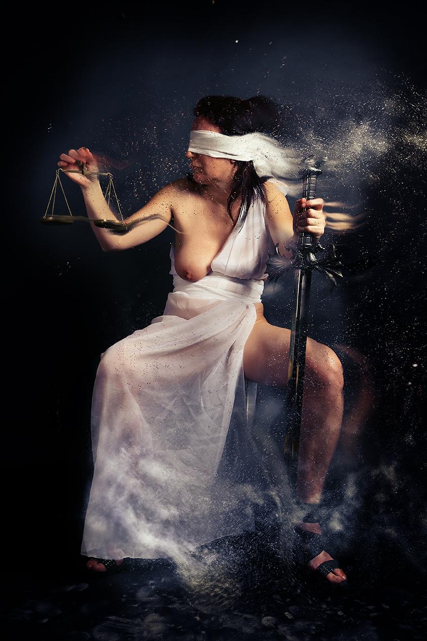 Justisia - Photoshop - foto door hybryds op 26-03-2021
