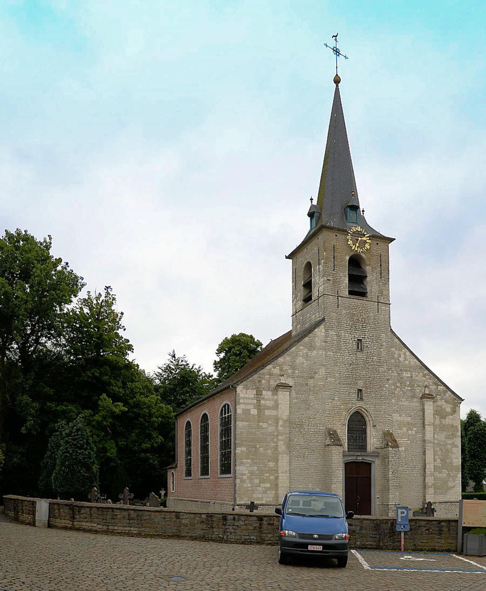 Bouwkundig erfgoed - 27 - [b]Parochiekerk Sint-Jan-de-Doper[/b]  Heterogene constructie met omringend kerkhof ingeplant op het dorpspleintje met ten zuidwesten een hoeve en  - foto door jpvdfotografie op 29-05-2014 - deze foto bevat: oud, architectuur, kerk, gebouw, belgie, gotiek, barok, kerkhoven, merchtem, spitsboog, steunberen, parochiekerken, arduin, louis xv, ossel