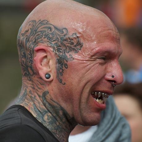 Geen haar op zijn tanden