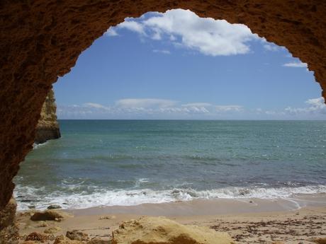 Algarve strand vanuit grotgang nabij Amacero de Pera
