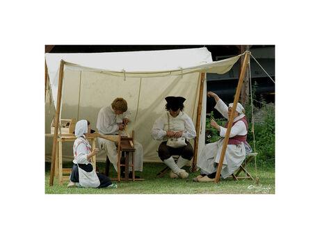 Fort Rammekes 1815 (14)In de tent de wapenmaker