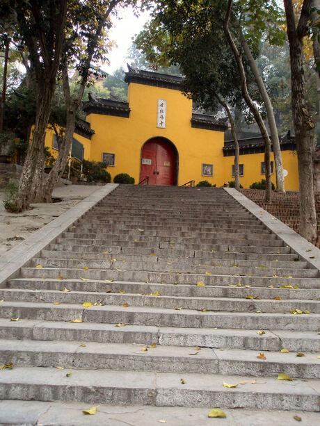 tempel in de herfst