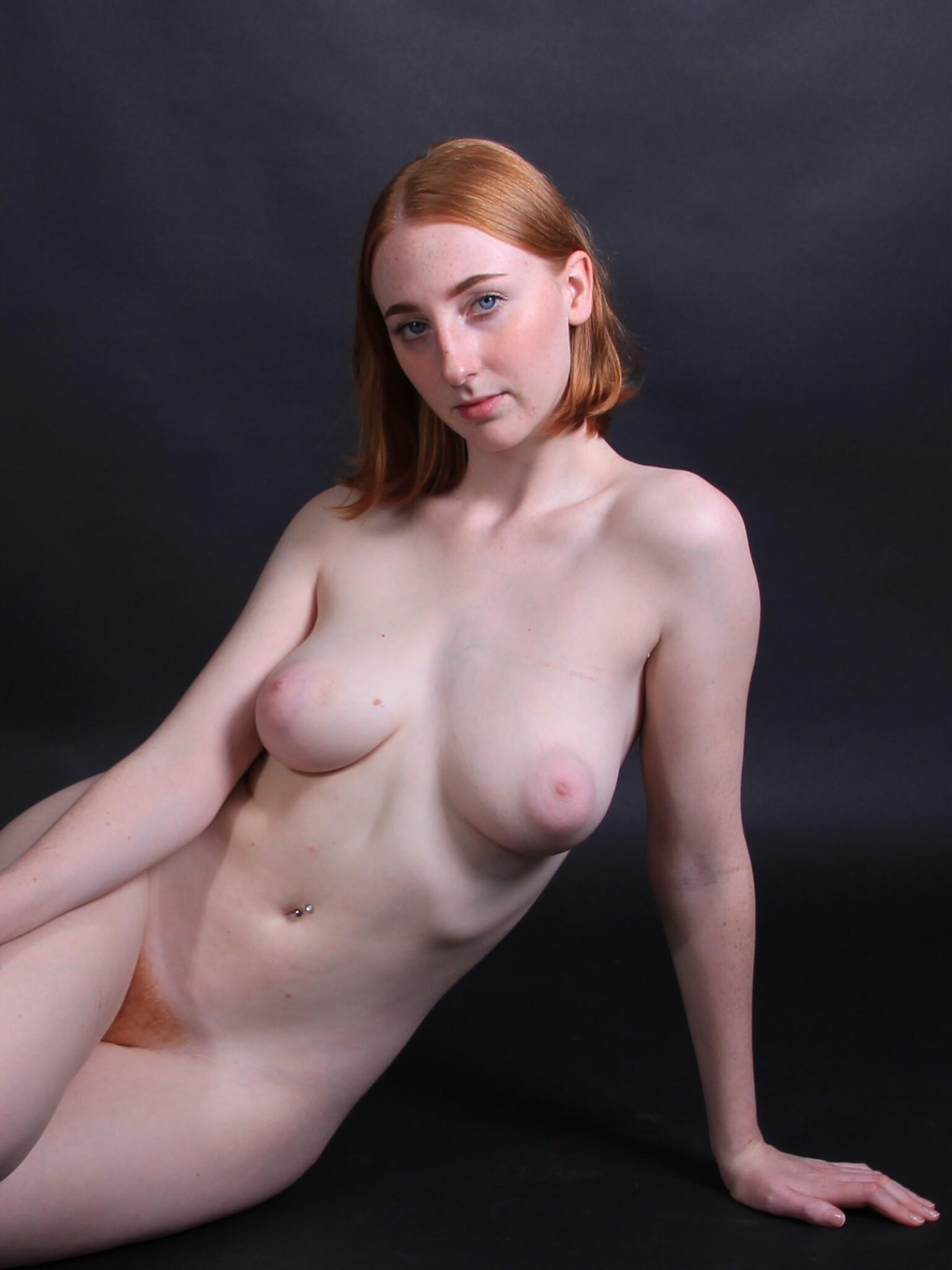 Olive - Model:Olive - foto door MathieuMagne op 15-04-2021 - deze foto bevat: naakt, roodharige, model, vrouw, foto shoot, haar, wang, huid, lip, kin, maag, schouder, wimper, nek, flitsfotografie