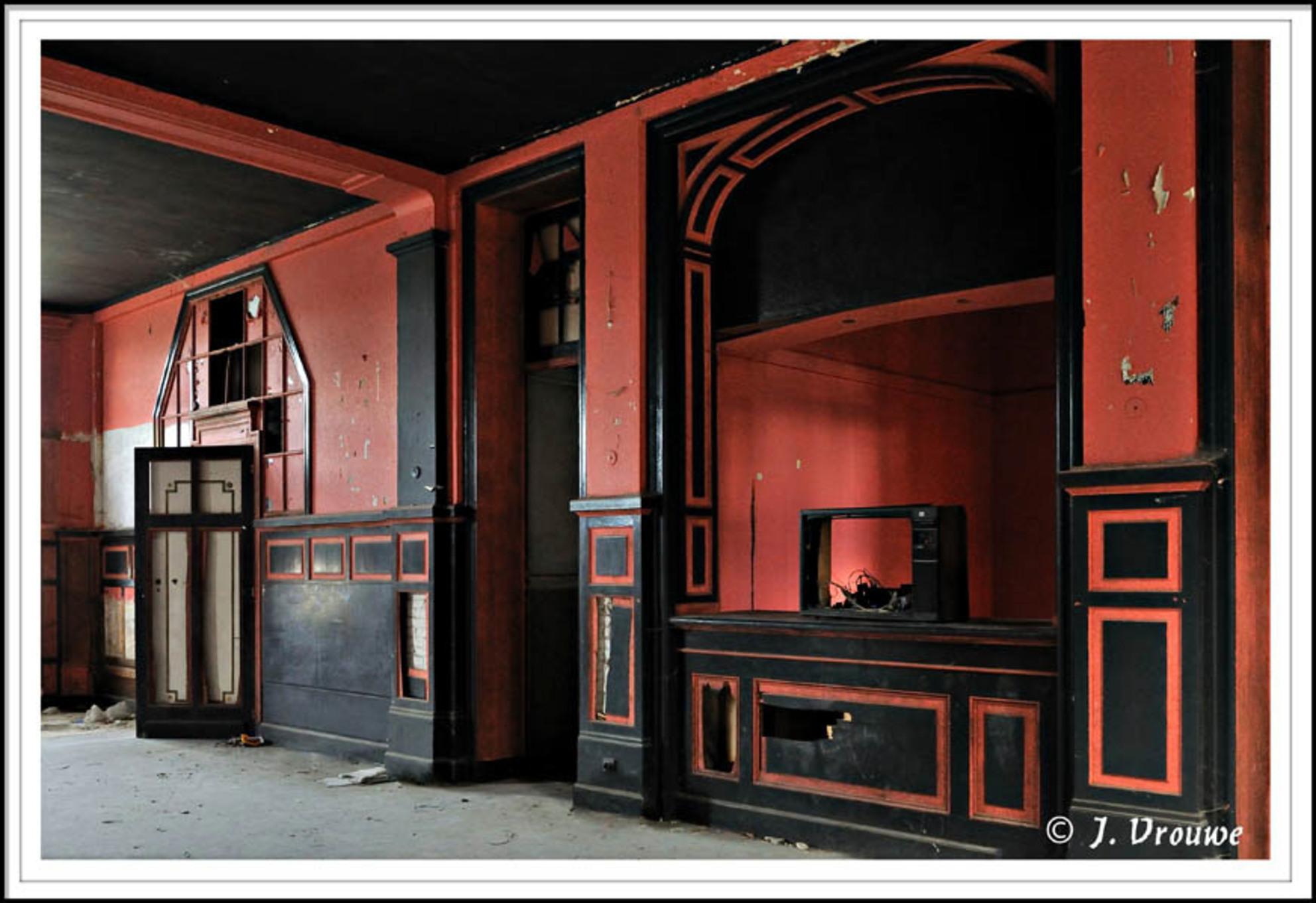 zwart/rood - Een oud casino - foto door janv2 op 28-02-2014 - deze foto bevat: oud, rood, zwart, leeg, vervallen, casino, urbex - Deze foto mag gebruikt worden in een Zoom.nl publicatie