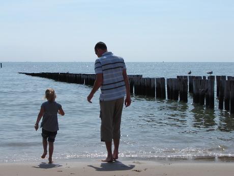 Vader en dochter tijdens vakantie in eigen land