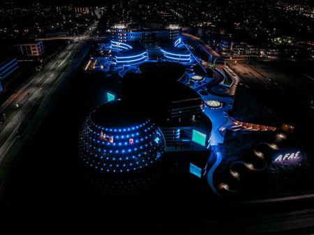 AFAS Experience Center Leusden - AFAS Experience Center Leusden helemaal blauw verlicht - foto door Dutchdronex op 02-03-2021 - deze foto bevat: theater, utrecht, verlichting, evenement, afas