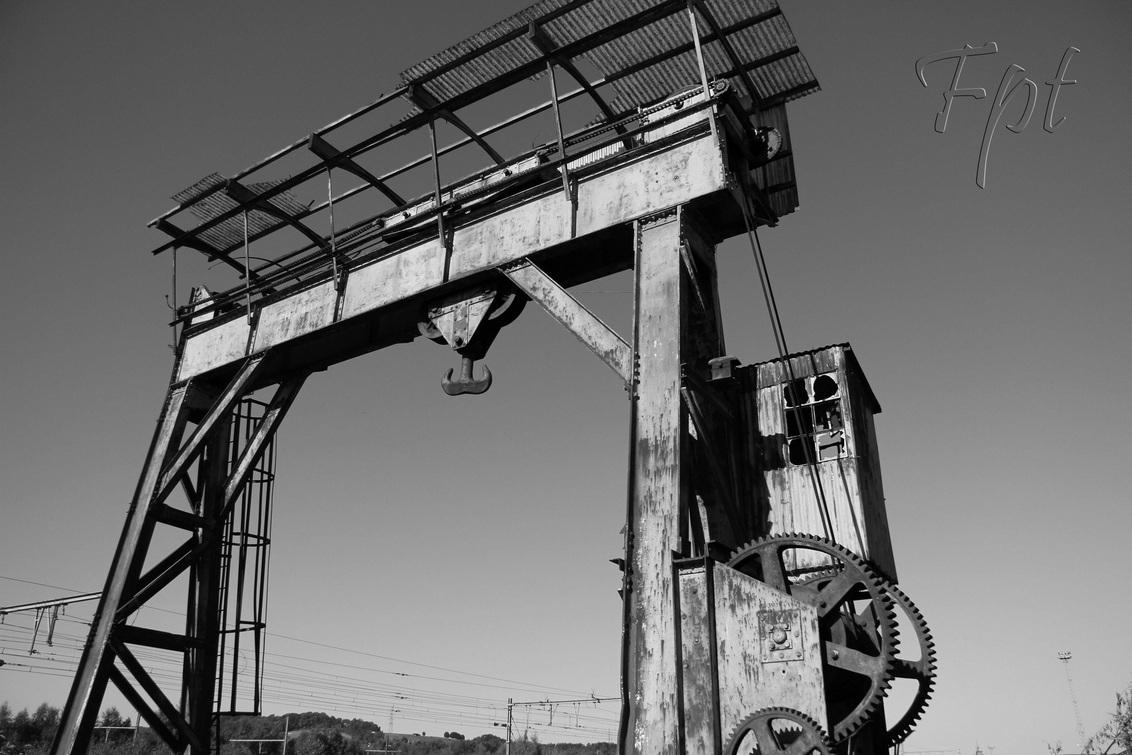 kraan - kraan aan het vergaan - foto door fpt op 12-09-2012 - deze foto bevat: urban