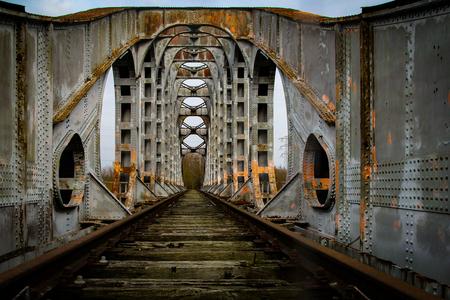 Oude spoorbrug - - - foto door eline-solia op 07-02-2021 - deze foto bevat: water, architectuur, verlaten, vervallen, urbex, urban exploring