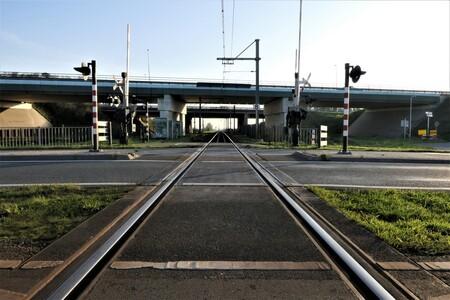 Spoor naar Gouda. - Verkeerswegen voor auto en trein. - foto door rptonia op 24-11-2020 - deze foto bevat: trein, bruggen