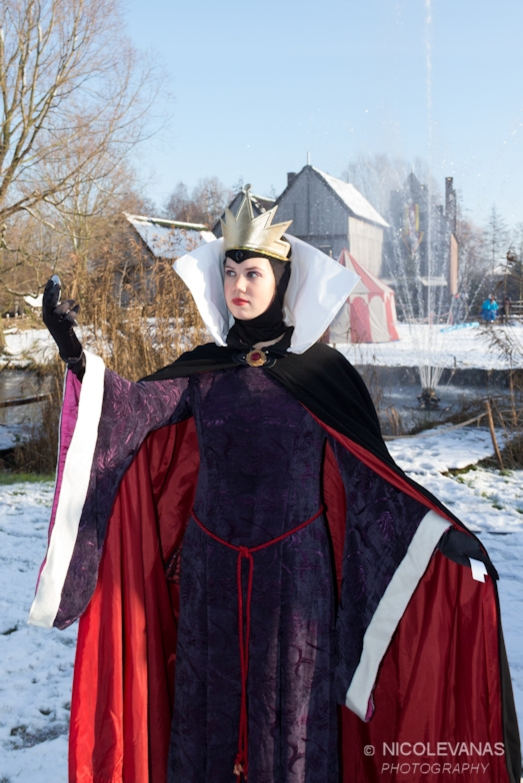Evil Queen - Afgelopen weekeinde was de Magische Midwinterfair in Archeon in Alphen aan den Rijn.  Een lange fantastische dag op de zaterdag, een witte sneeuwde - foto door nicole-8 op 10-12-2012 - deze foto bevat: sneeuw, zonlicht, archeon, sprookje, verkleden, najaarszon, midwinterfair