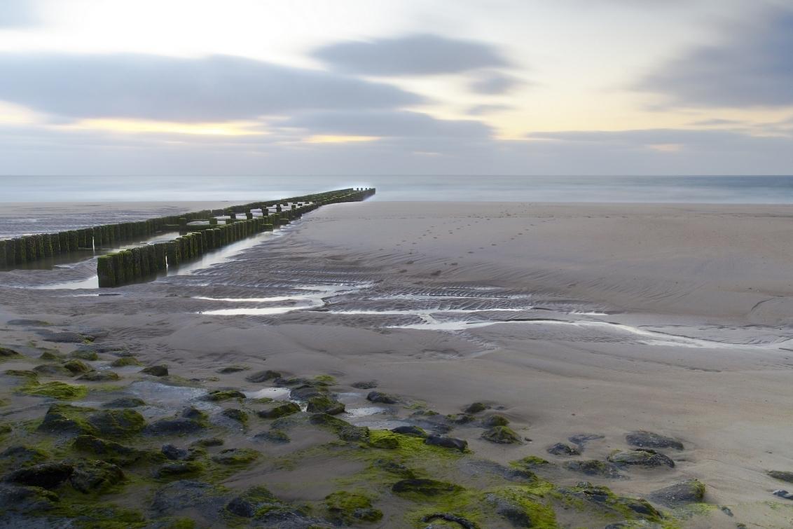Golfbreker - Vlakbij Domburg bij een gunstig tij. - foto door goosveenendaal op 19-07-2014 - deze foto bevat: lucht, wolken, zee, water, natuur, zonsondergang, landschap, tegenlicht, zeeland, nacht, lange sluitertijd