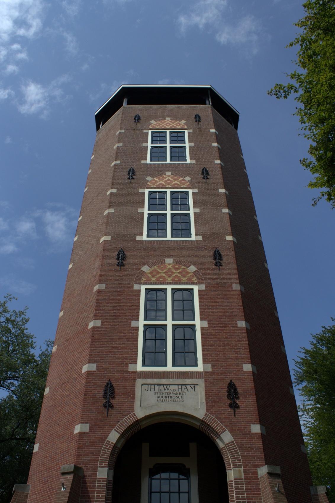 De Koepel bij Lunteren - Heel mooi gebouw, jammer dat hij niet open was, ben namelijk heel benieuwd naar het uitzicht over de Veluwe - foto door sigr op 13-07-2011 - deze foto bevat: lunteren, uitzichttoren