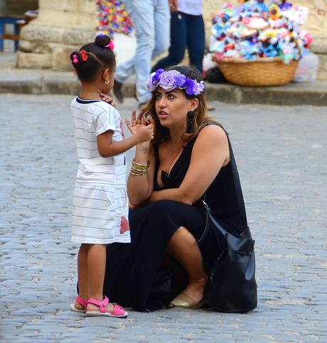 Moeder en kind Havana Cuba straatfoto