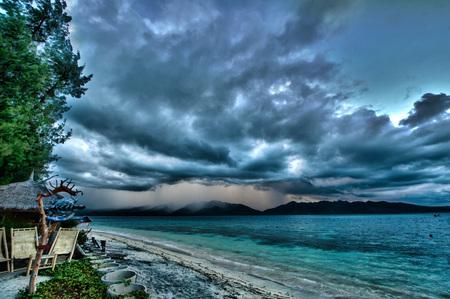 Water, in de lucht, uit de lucht, op de bodem - HDR bewerking van een storm - foto door martienmartien op 27-03-2011 - deze foto bevat: wolken, strand, dramatisch, natuur, regen, vakantie, storm, bewerking, hdr, creatief, oceaan, vet, reisfotos