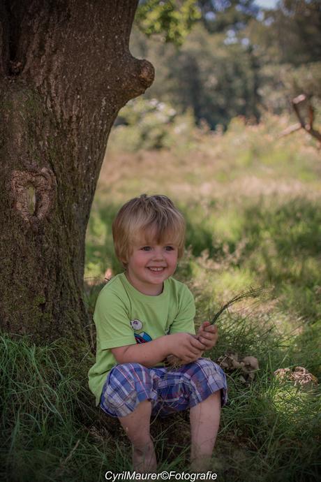 kijk papa nog een foto nemen bij de boom