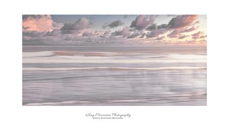 the sea - foto genomen aan de zee met nd filters - foto door kennystappersmezarina op 11-04-2021 - deze foto bevat: water, ecoregio, lucht, natuurlijk landschap, rechthoek, lichaam van water, horizon, landschap, berg, vorming