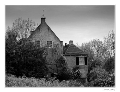 Huis aan de dijk