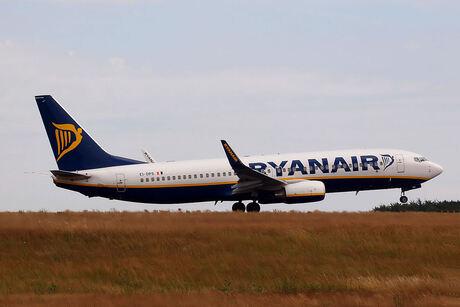ryanair b-737-800
